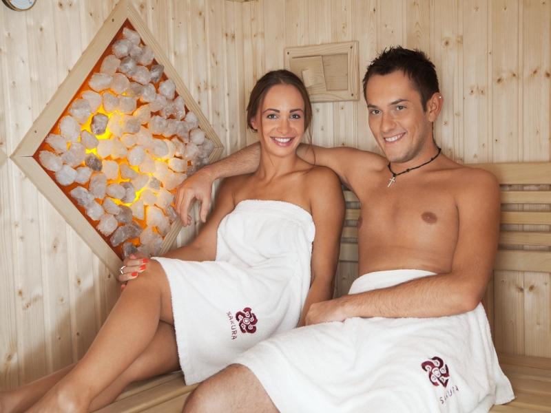 seks na imprezie z masażem naga czarna gruba cipka