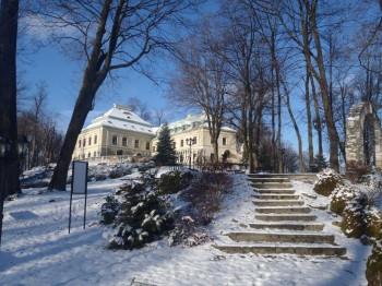 Pałac Odrowążów zimą