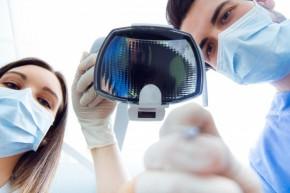 dentysta i asystentka